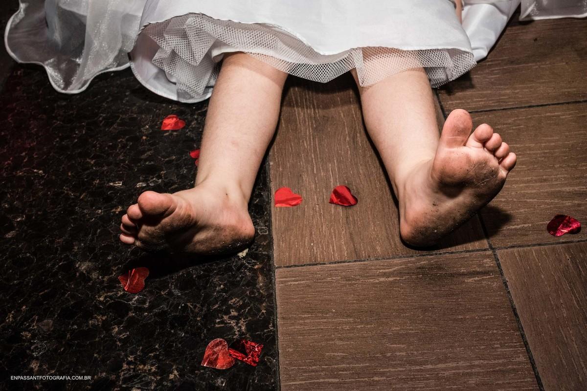 pés de criança sujos