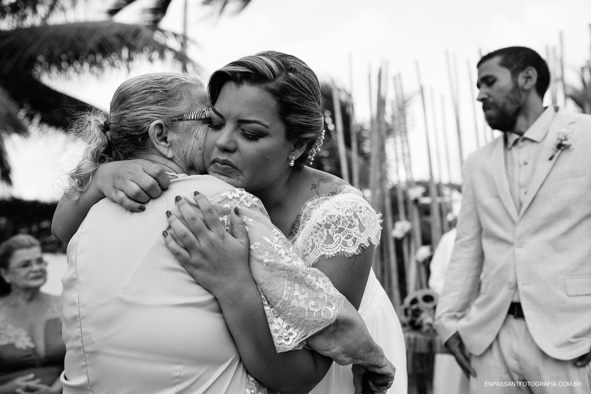 noiva abraçando avó