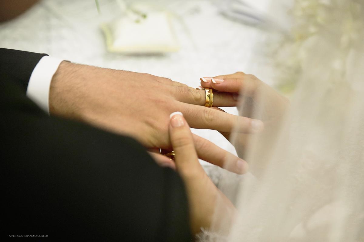 fotos para casamento, noiva feliz, vestido de noiva, noiva igreja, casamento diferente, americo sperandio, aliança para casamento