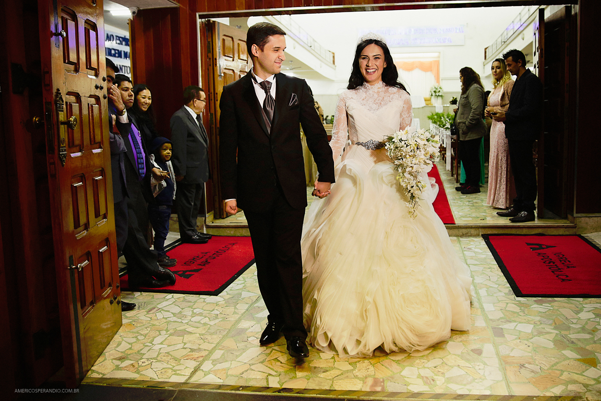 fotos para casamento, noiva feliz, vestido de noiva, noiva igreja, casamento diferente, americo sperandio