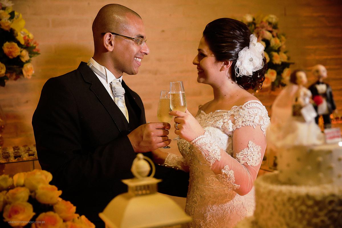 Chacara Recanto do Sol, americo sperandio, fotos de casamento, terno para noivo, decoração para casamento, hora do brinde, mesa do bolo, bolo para casamento