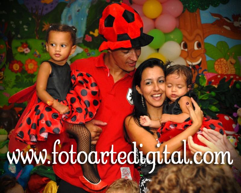 Foto de 1 ano da Maria Carolina e 2 anos da Victória