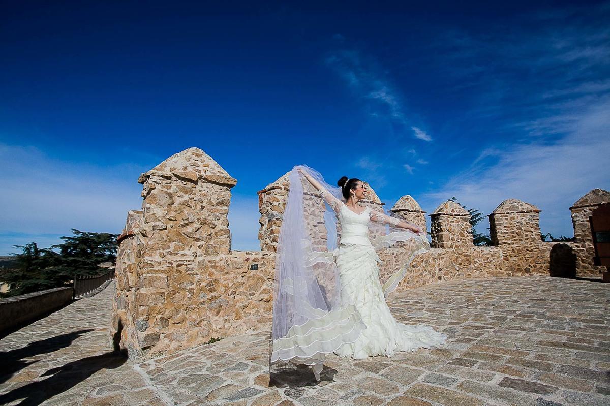 Trash the Dress realizado nas cidades de Avila e Segóvia, Espanha, Europa.