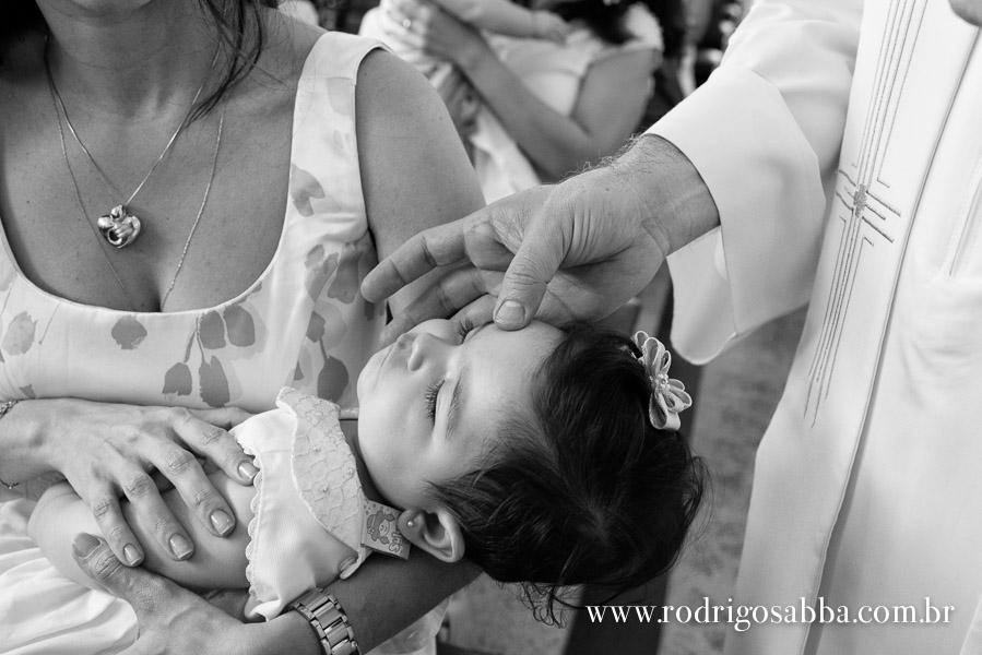 Batizado,fotografia,foto,batismo,igreja,santo,inacio,Loyola,bh,belo,horizonte,padre,fé,criança,bebe,carestia,agua,benta,