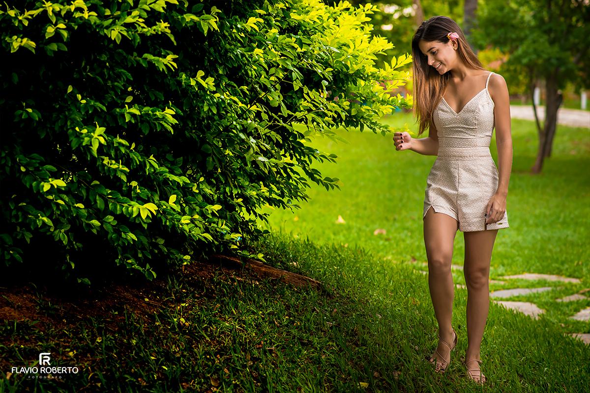 modelo caminhando no ensaio fotografico