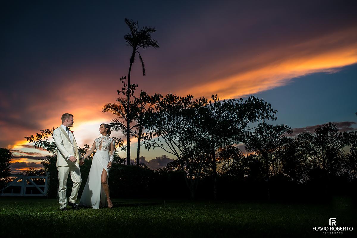 atardecer maravilhoso com os noivos