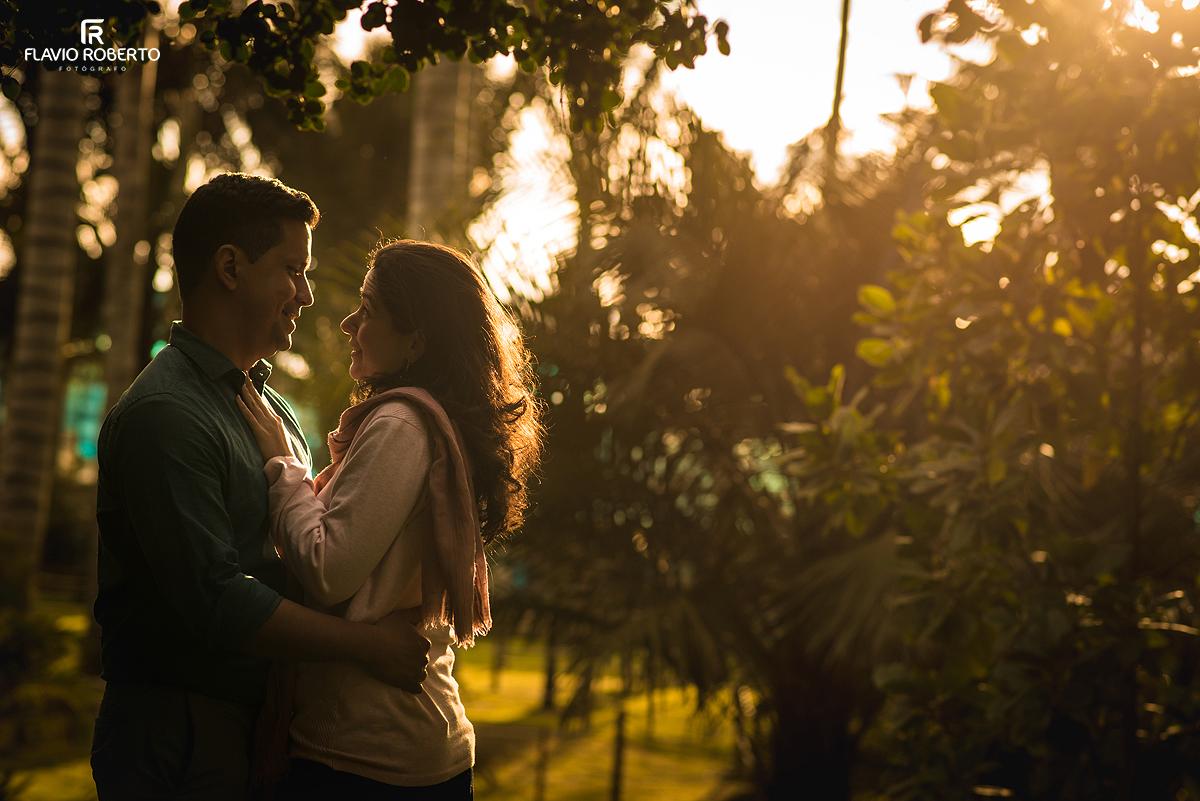 casal namorando no jardim botanico