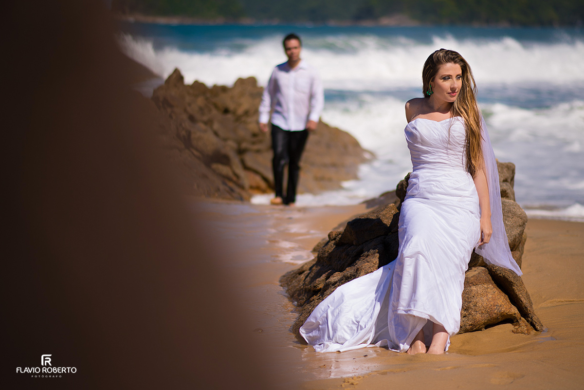 casal nas praias de Paraty