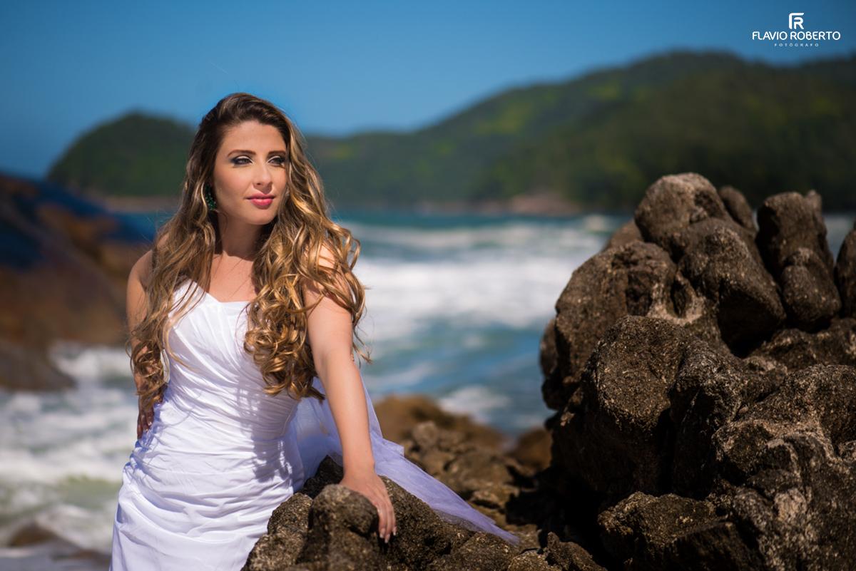 Noiva linda na praia