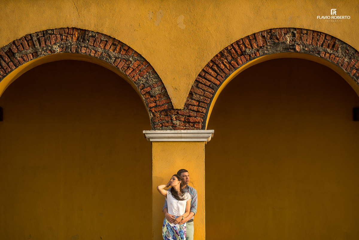 casal de namorados na coluna do castelo