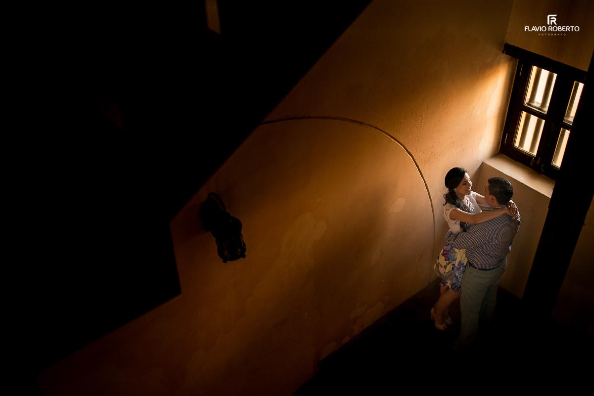 luz magica iluminando casal de namorados