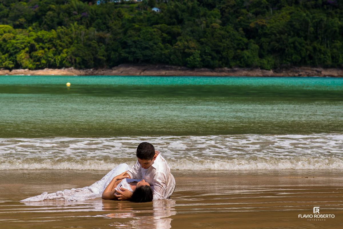 ensaio trash the dress na praia santa rita em ubatuba