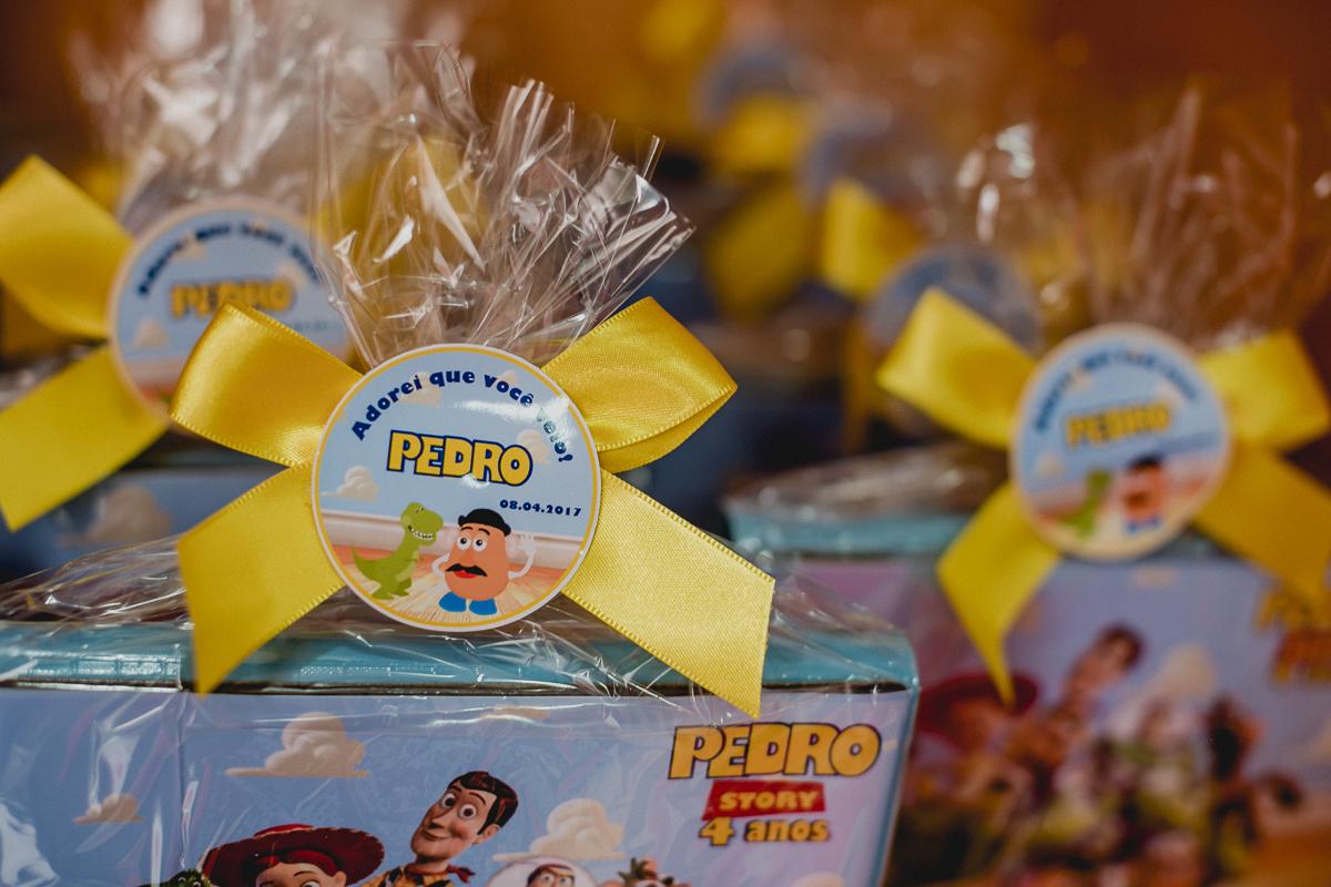 detalhe da lembrancinha do Pedro no final da festa