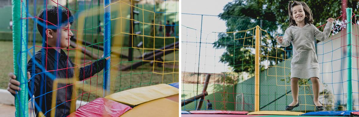 crianças brincando no pula pula