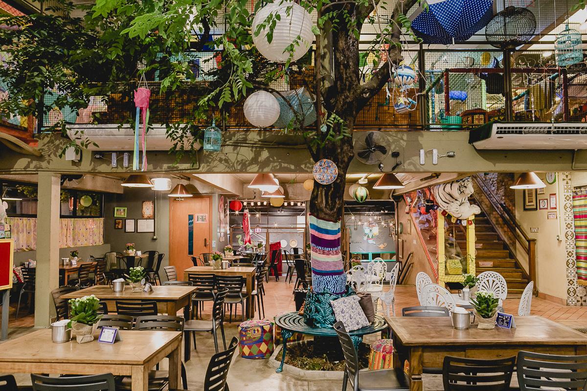 arvore dentro do buffet miniland tree