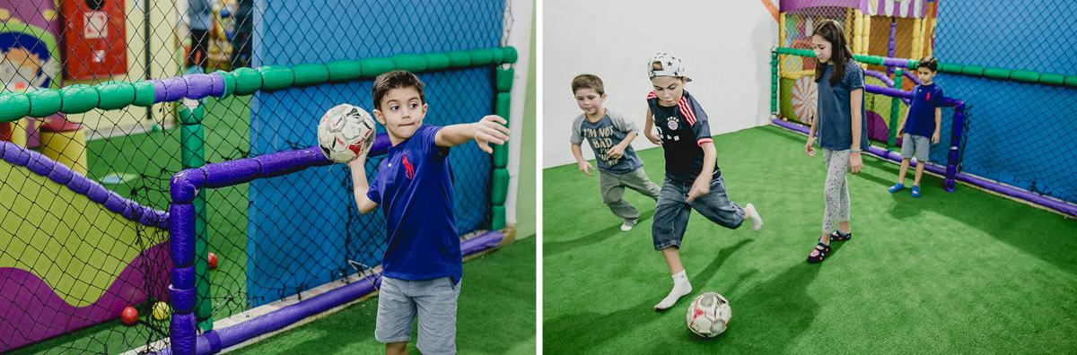 jogando futebol com os amigos