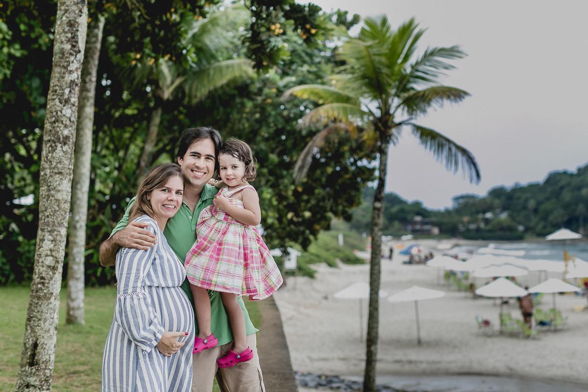retrato em familia na frente da praia sao pedro no guarjua sp