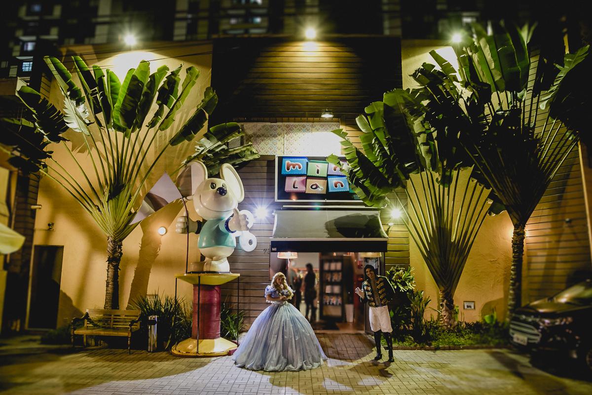 Princesa e Principe chegando na festa no Buffet Miniland - Tatuapé - SP