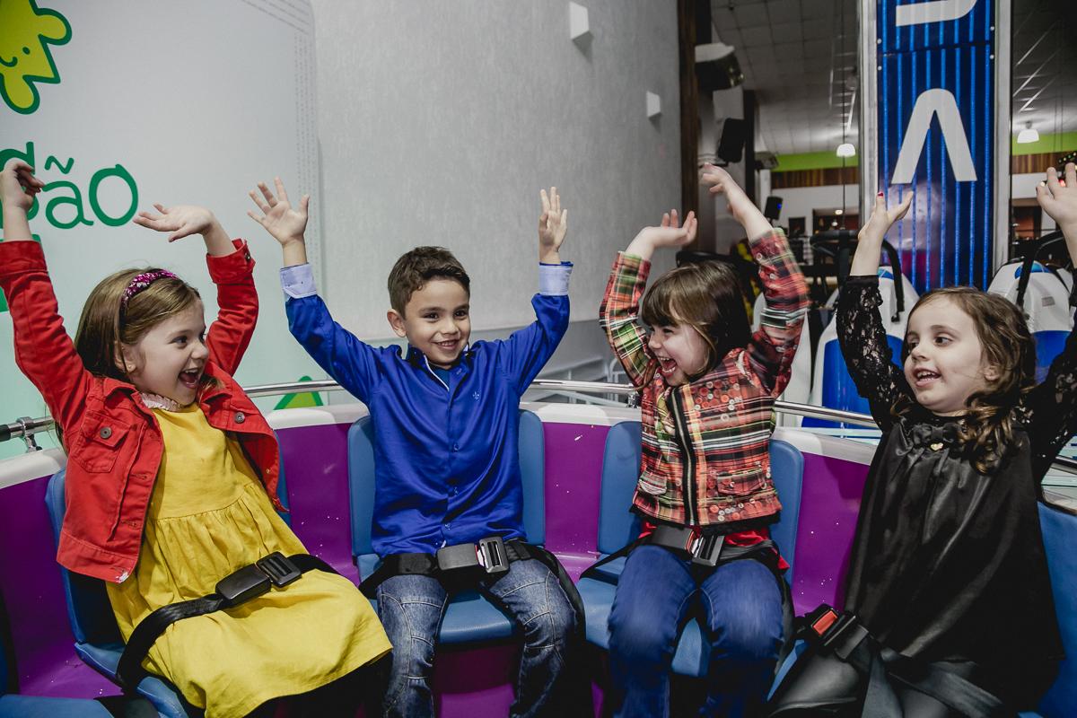 Samuel e amigas bricando no labamba do Espaço Diversão e Arte - Zona Norte - SP