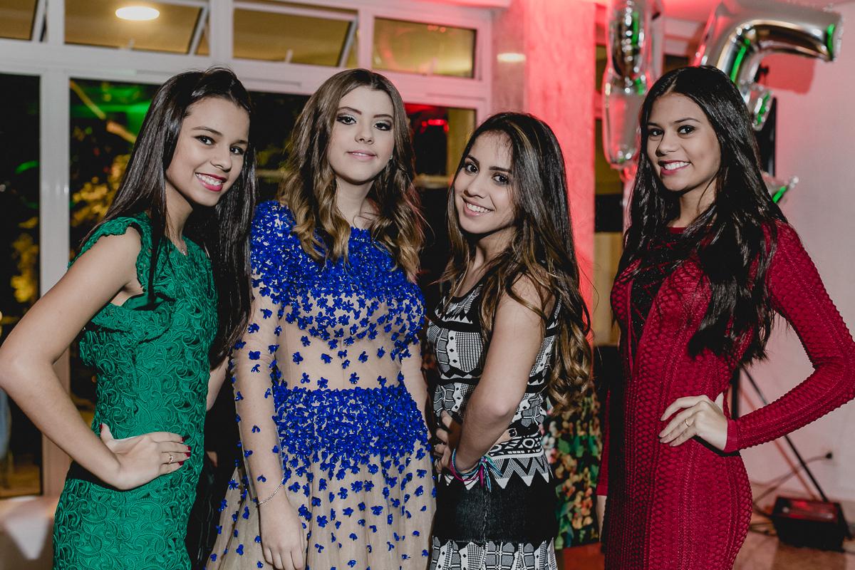 Renata e amigas na festa de 15 anos nos Jardins - SP
