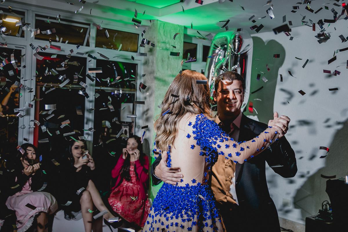 Primeira dança com o pai na festa de 15 anos