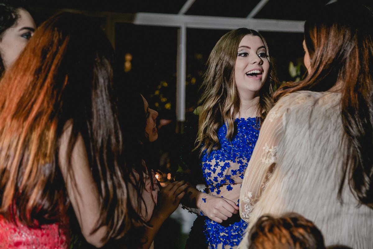 Risadas com as amigas na festa