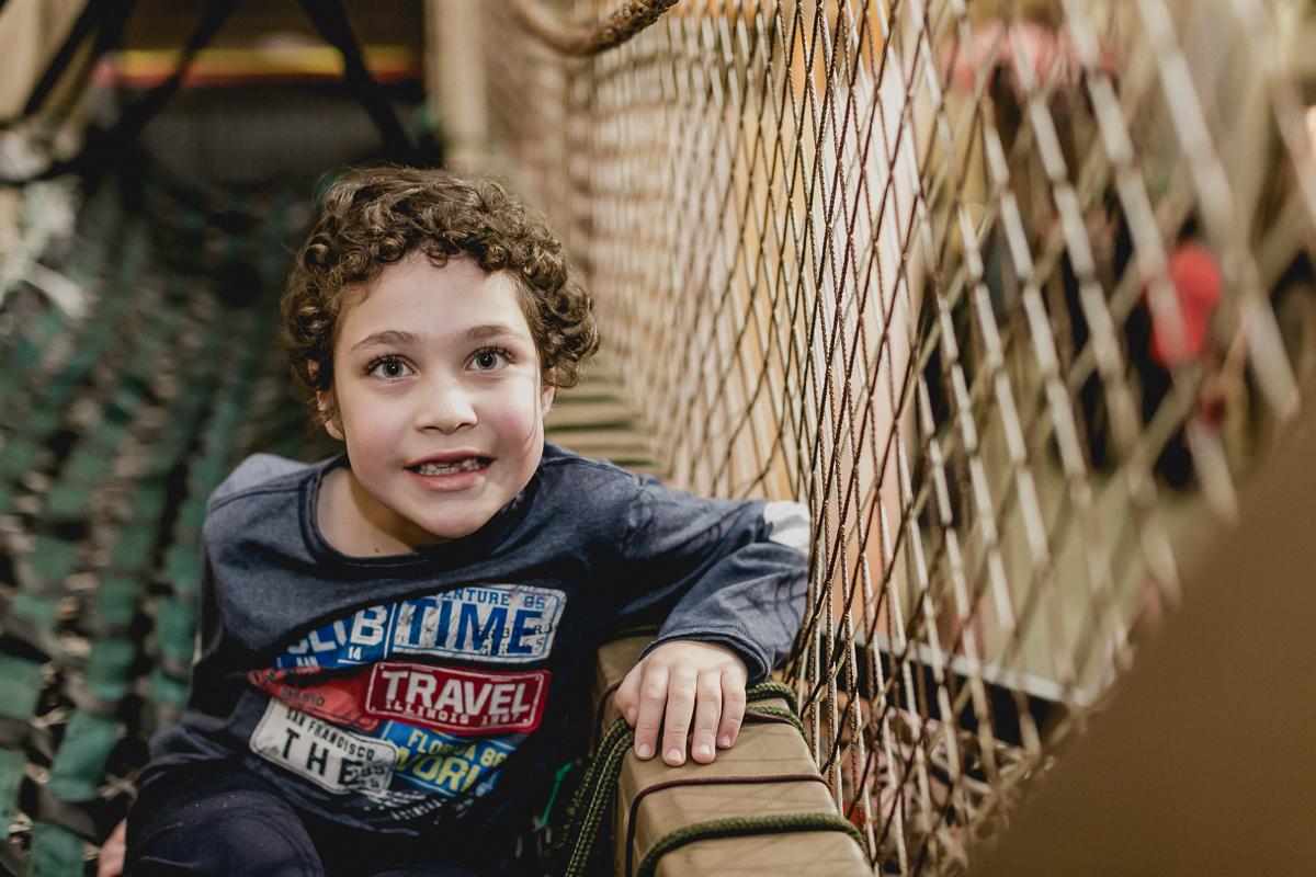 Amiguinho na ponte do Buffet Museu Miniland