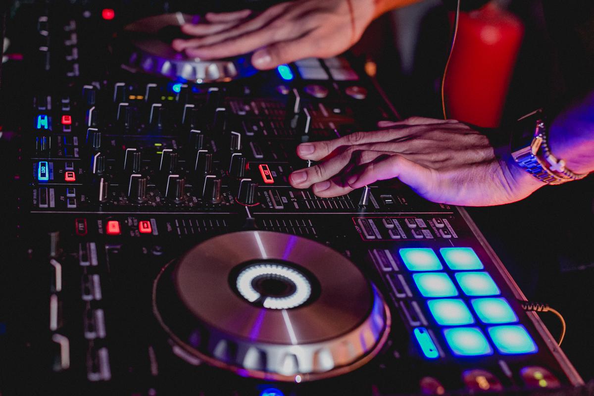 Detalhes da mesa do DJ