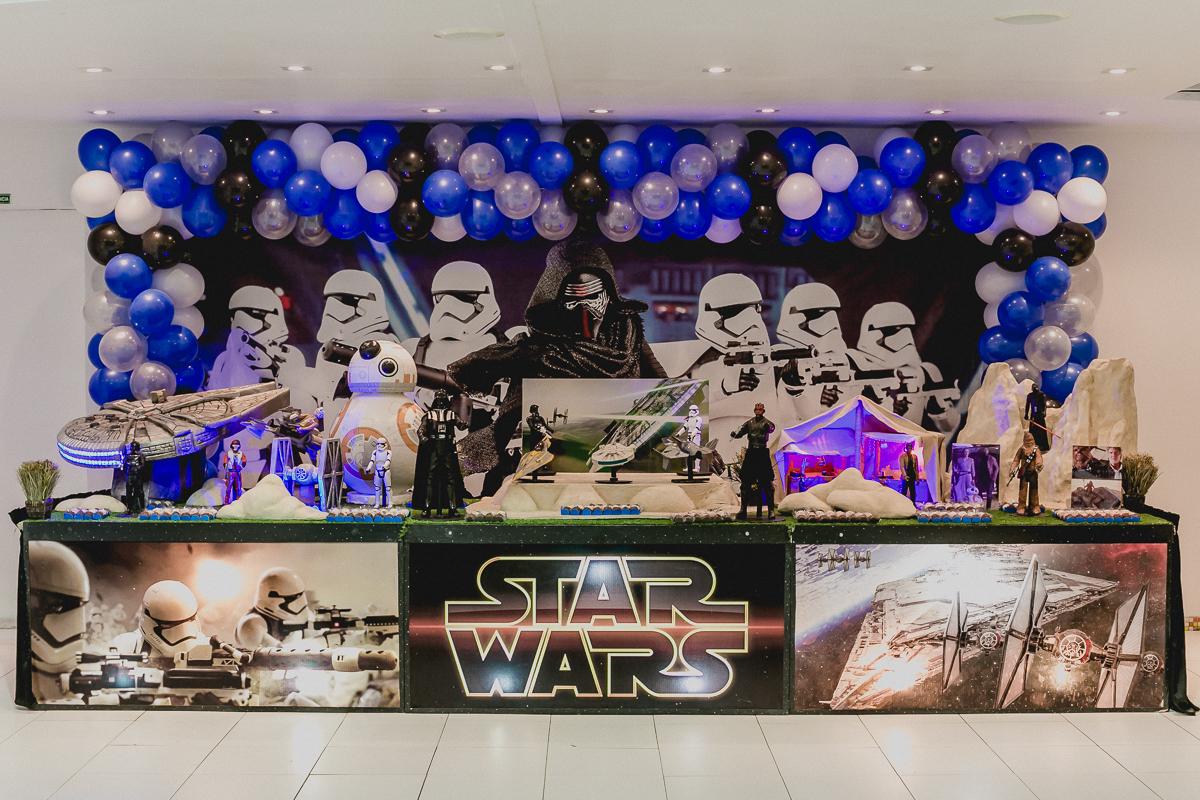 mesa do bolo com o tema star wars