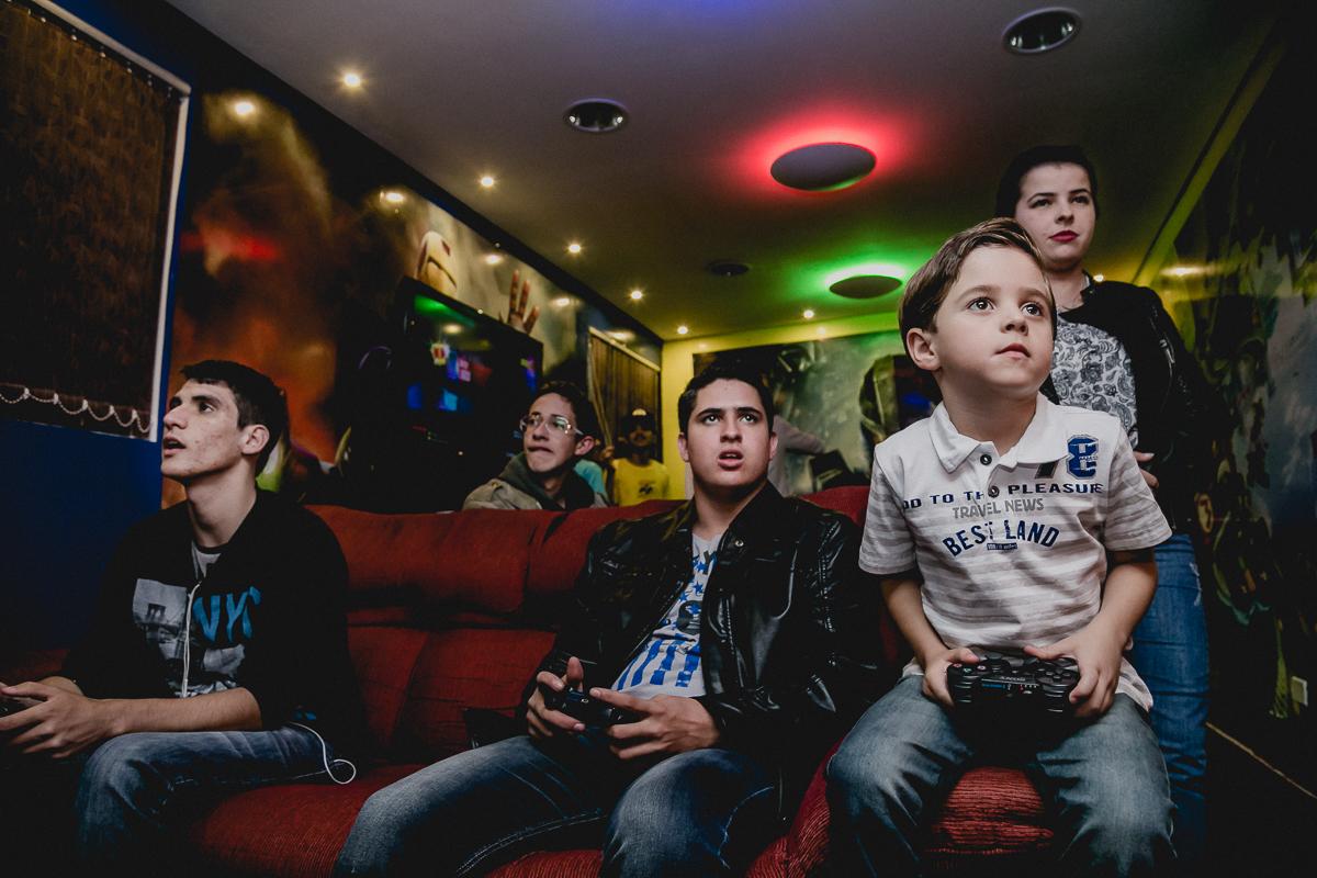 jogando video game