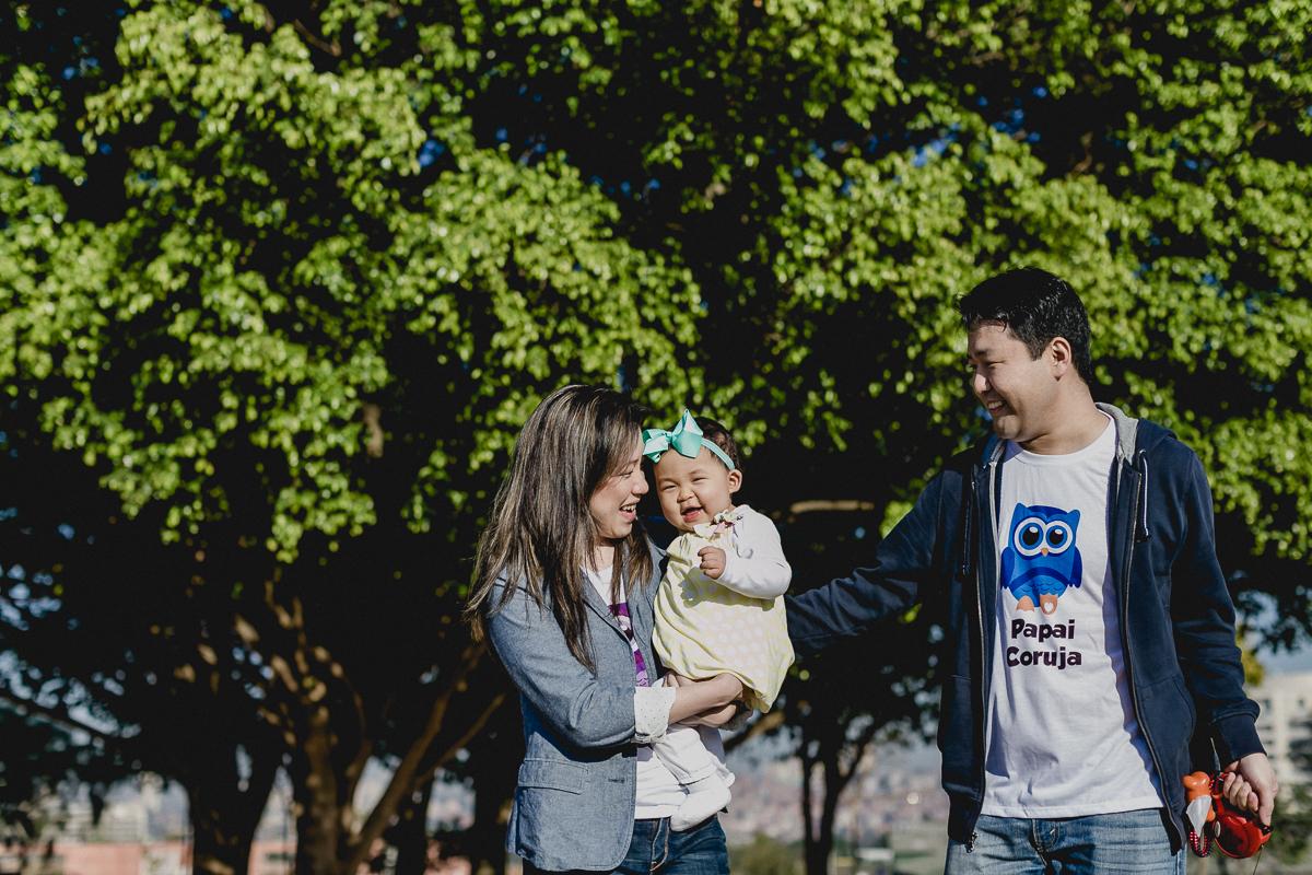 Brincando com o papai e a mamãe