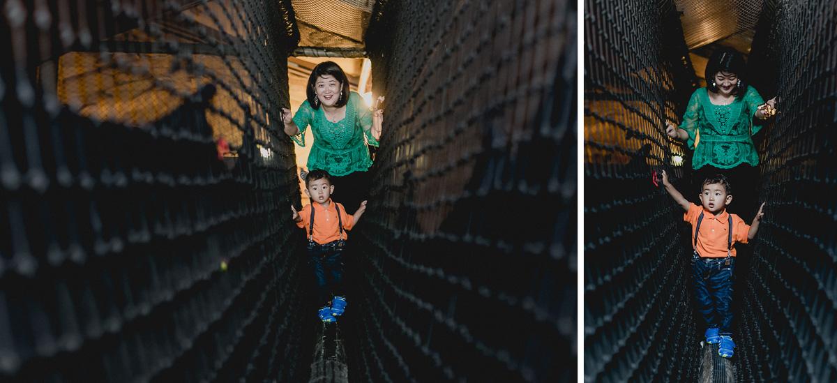 atravessando a ponte com a mamãe
