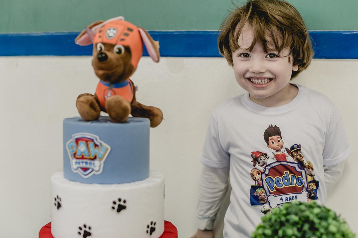 foto na frente do bolo