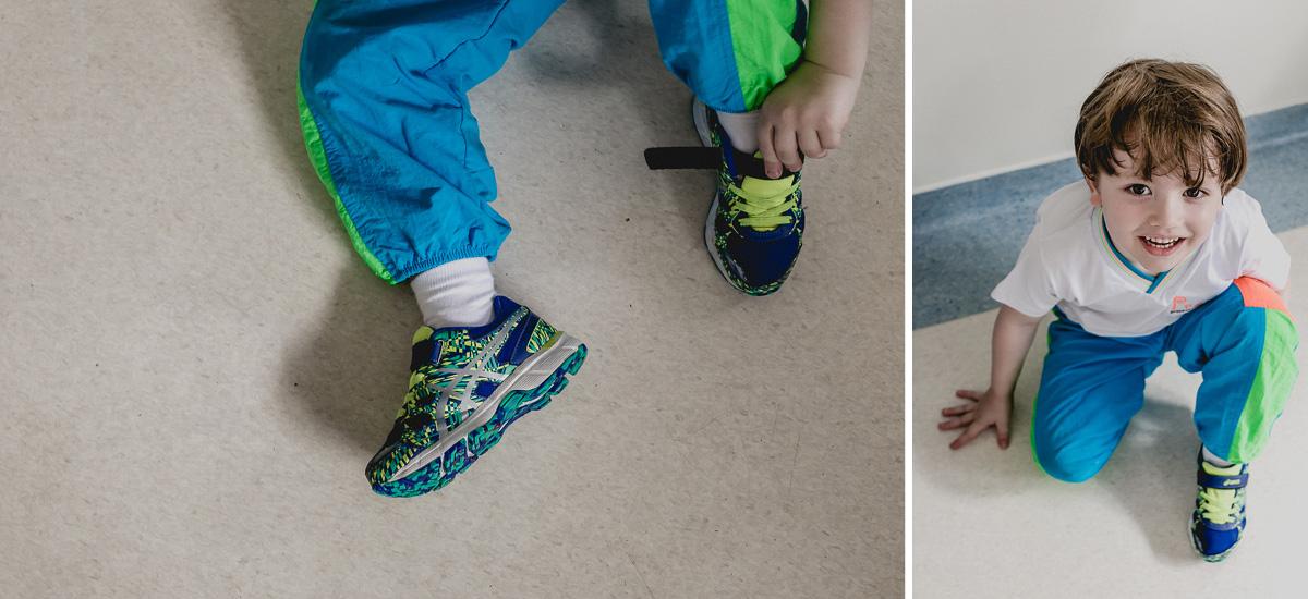 amarrando os sapatos