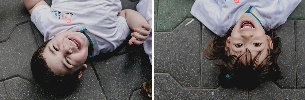 amiguinhos deitados no chão
