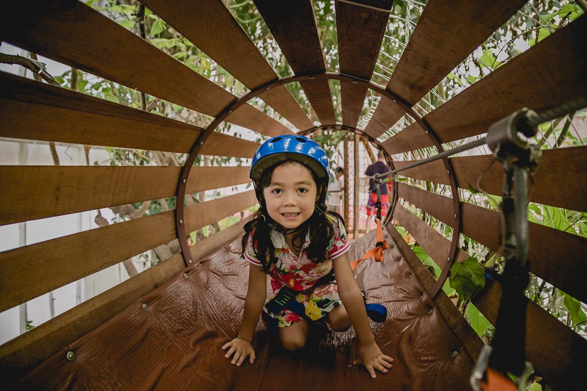 brincando no tunel da tirolesa