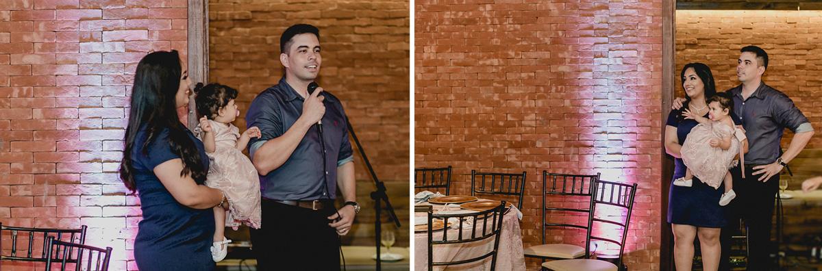 papai e mamae fazendo um discurso agradecendo os convidados