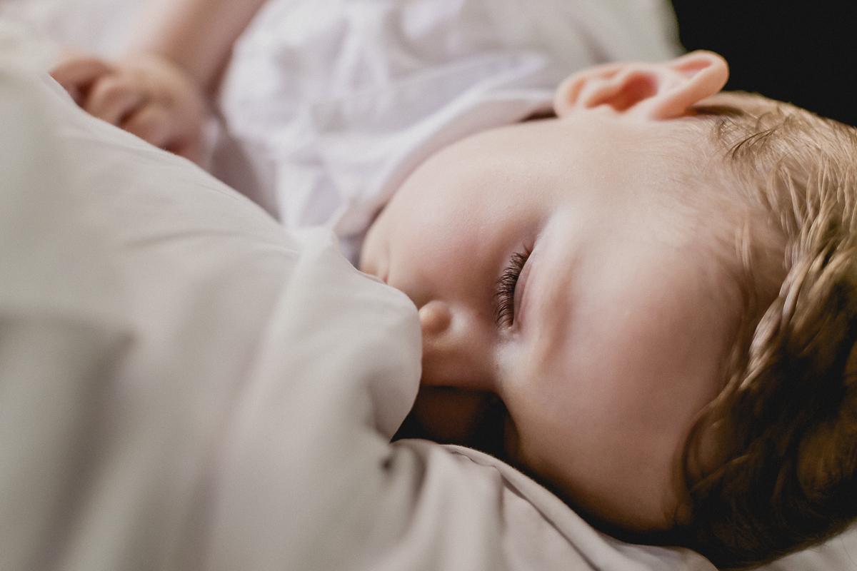 Theo dormindo durante a cerimonia