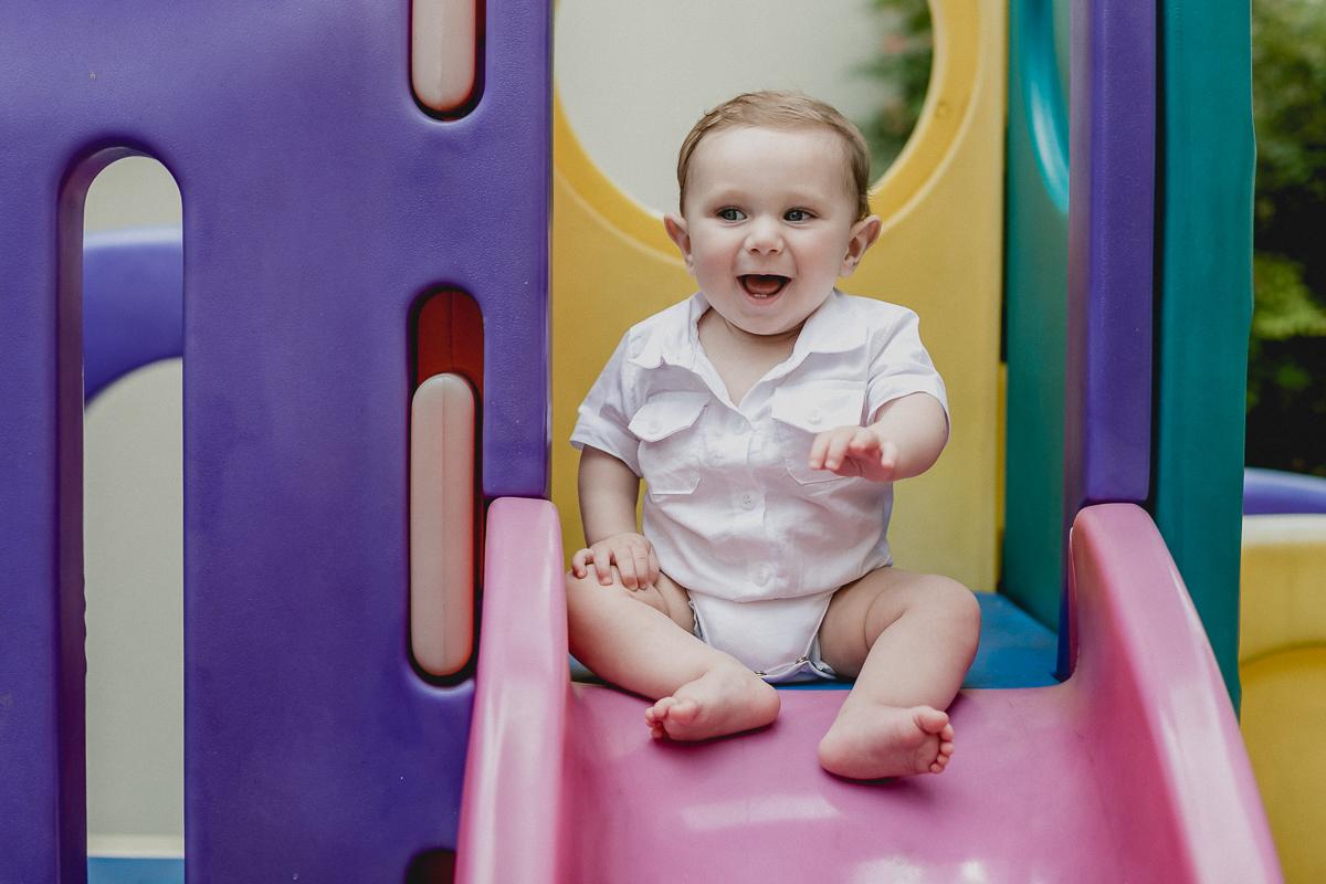 Theo se divertindo e dando muitas risadas