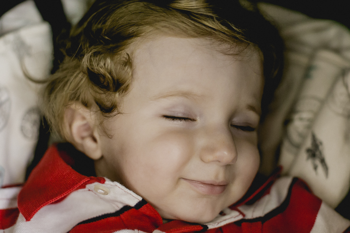 sorrindo e dormindo