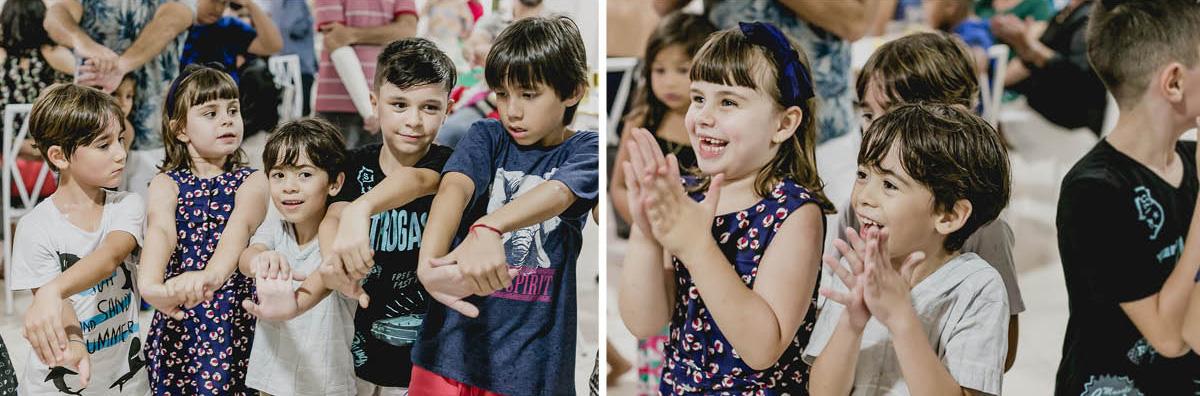 crianças gargalhando com o magico