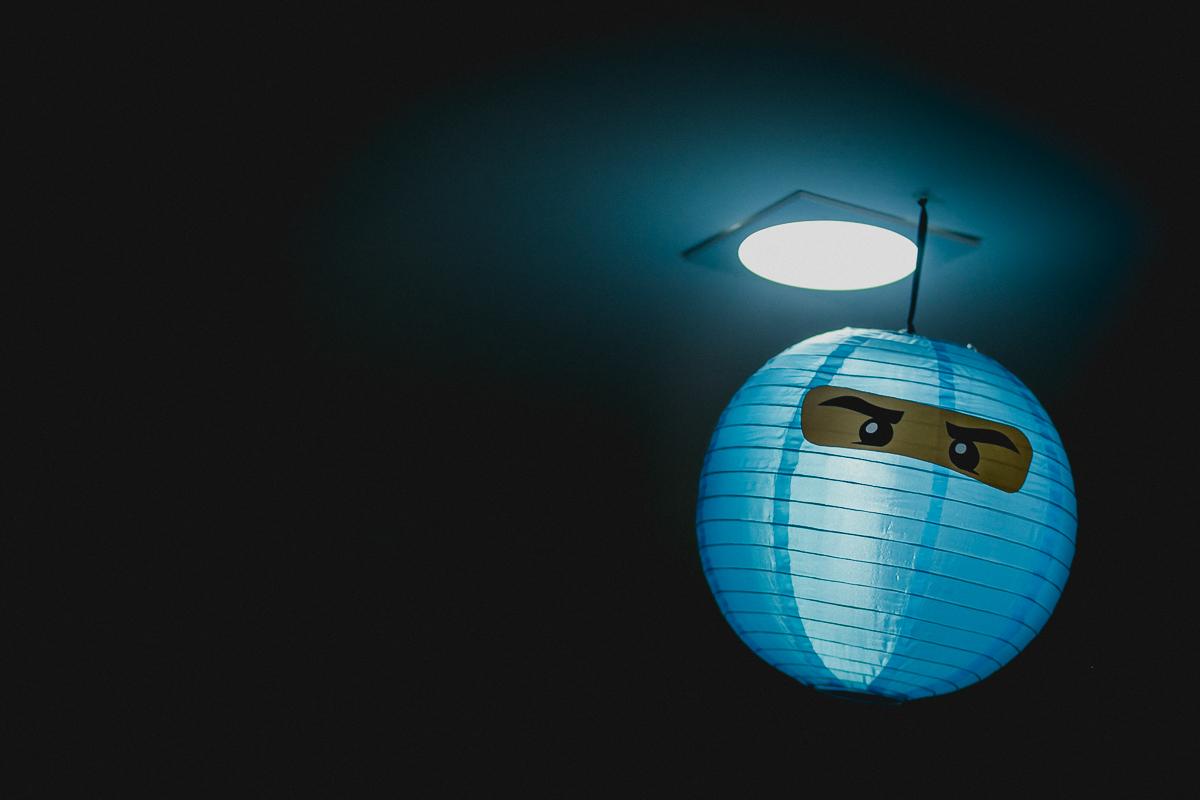 detalhes do balão no teto do lego ninja