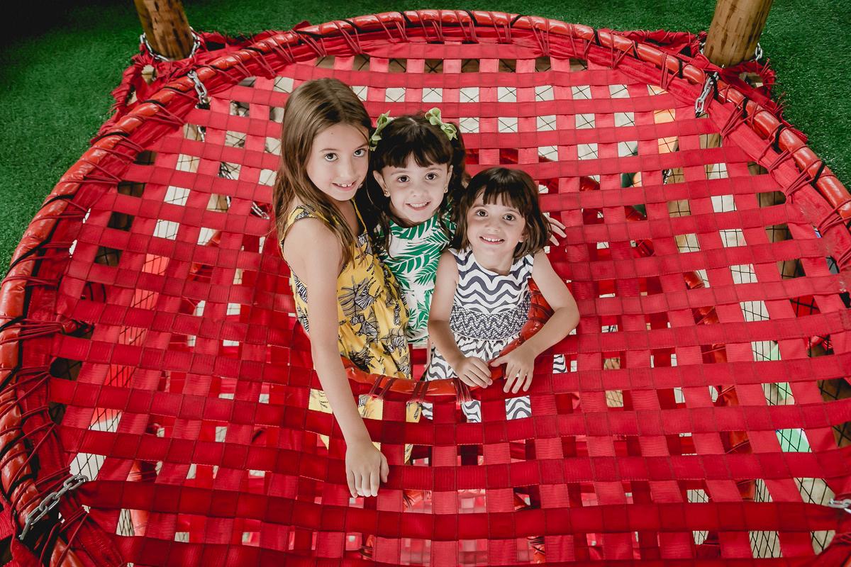 retrato das crianças no brinquedao