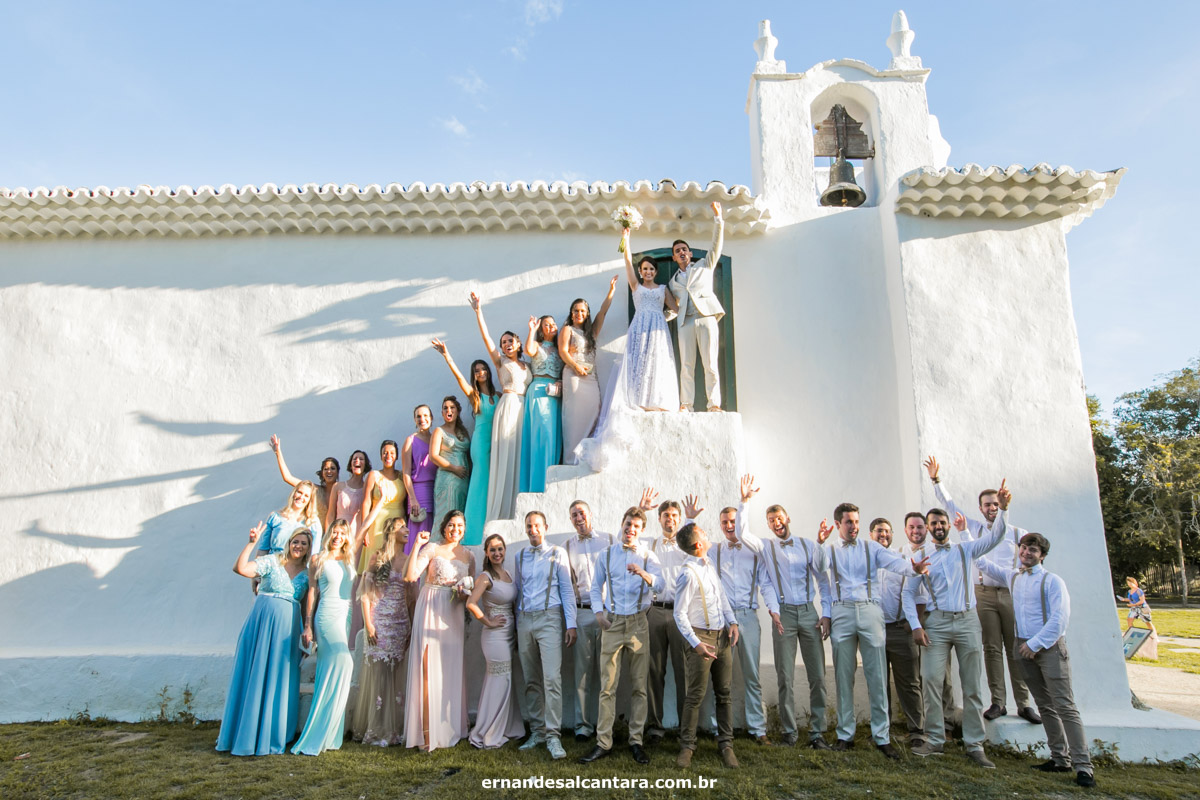 FOTOGRAFIA DO CASAMENTO de Ana Paula e Paulo Vitor clicado por ERNANDES ALCÂNTARA em TRANCOSO-BAHIA onde mostram os NOIVOS compartilhando a felicidade no EVENTO após a CERIMÔNIA