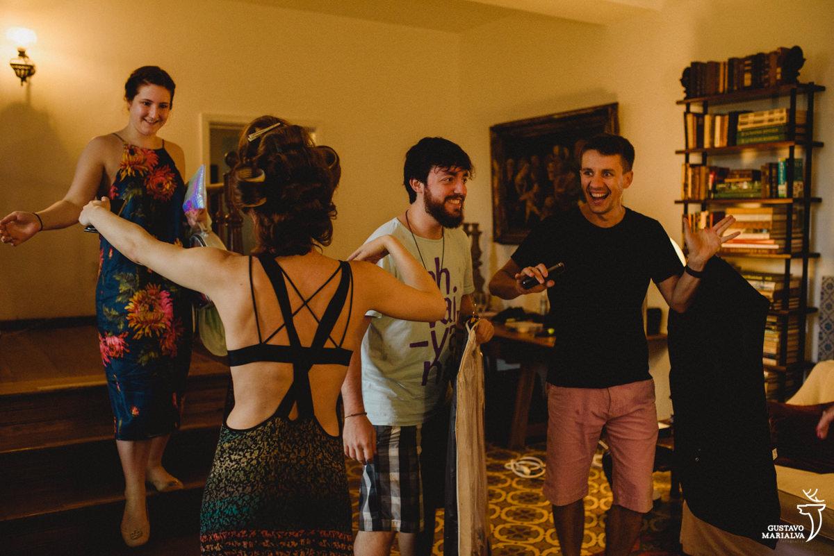 noiva recebendo os convidados no making of do casamento