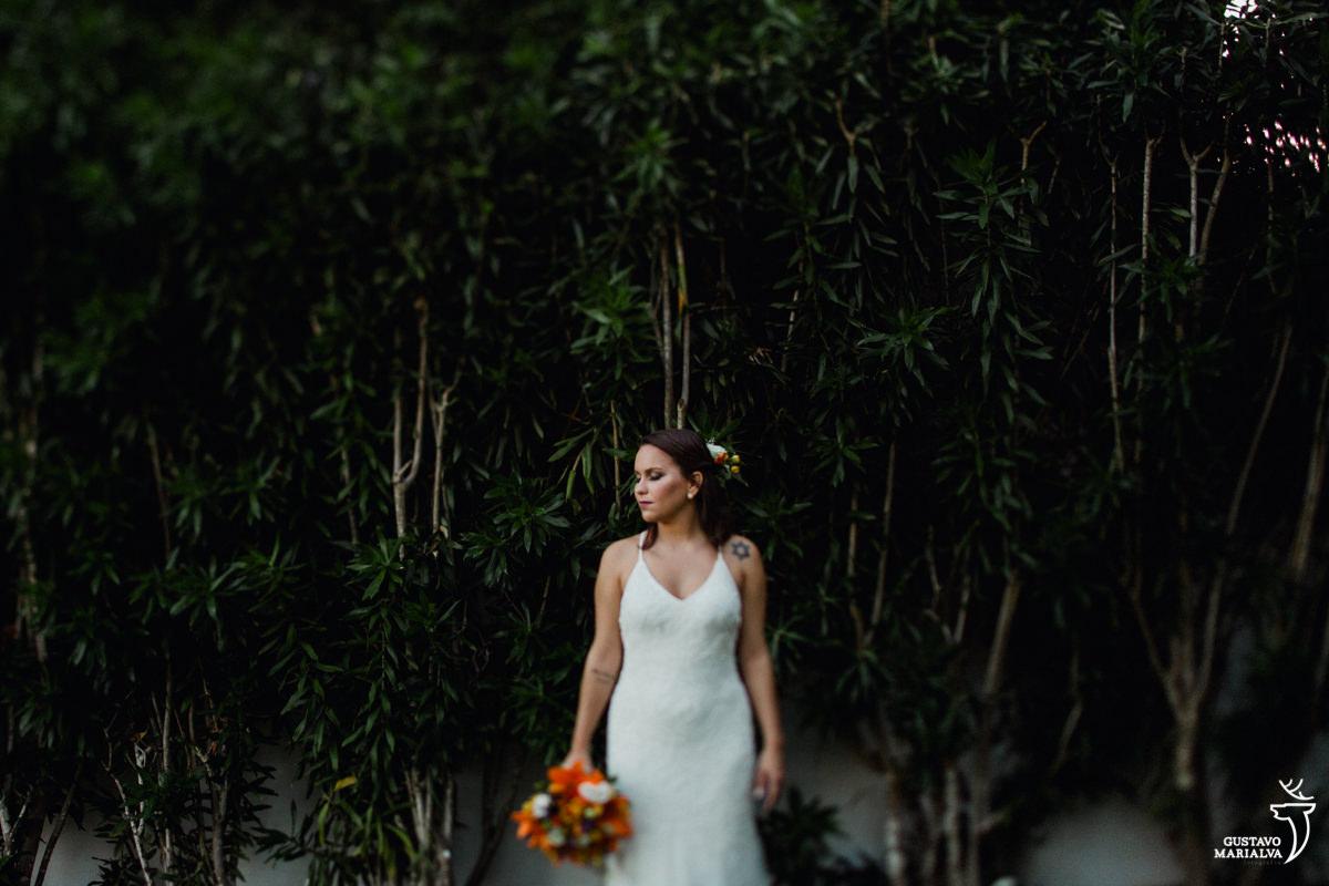 noiva posando para retrato no making of de casamento na Serana Boutique Resort em Búzios
