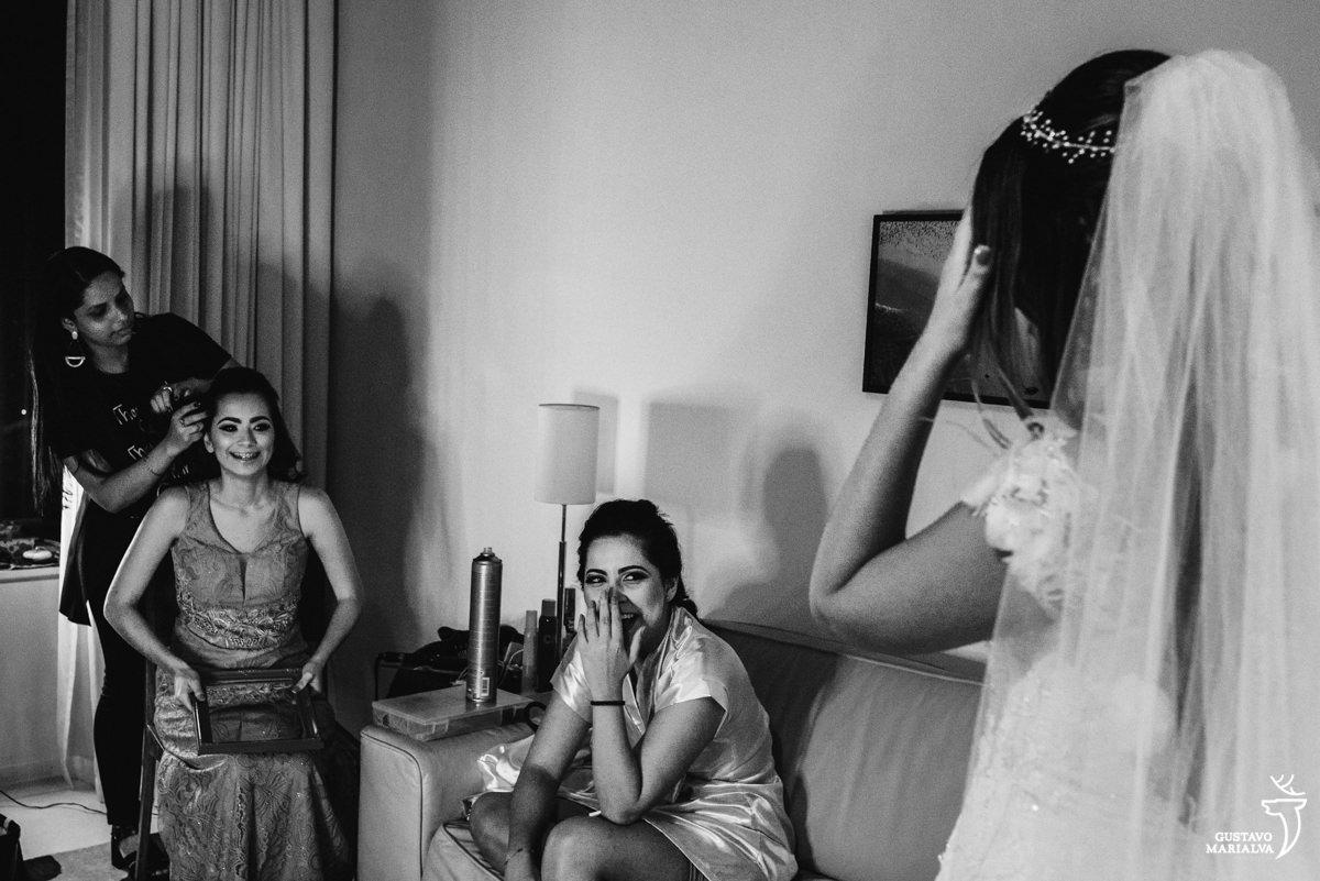 madrinhas se emocionam ao ver a noiva pronta