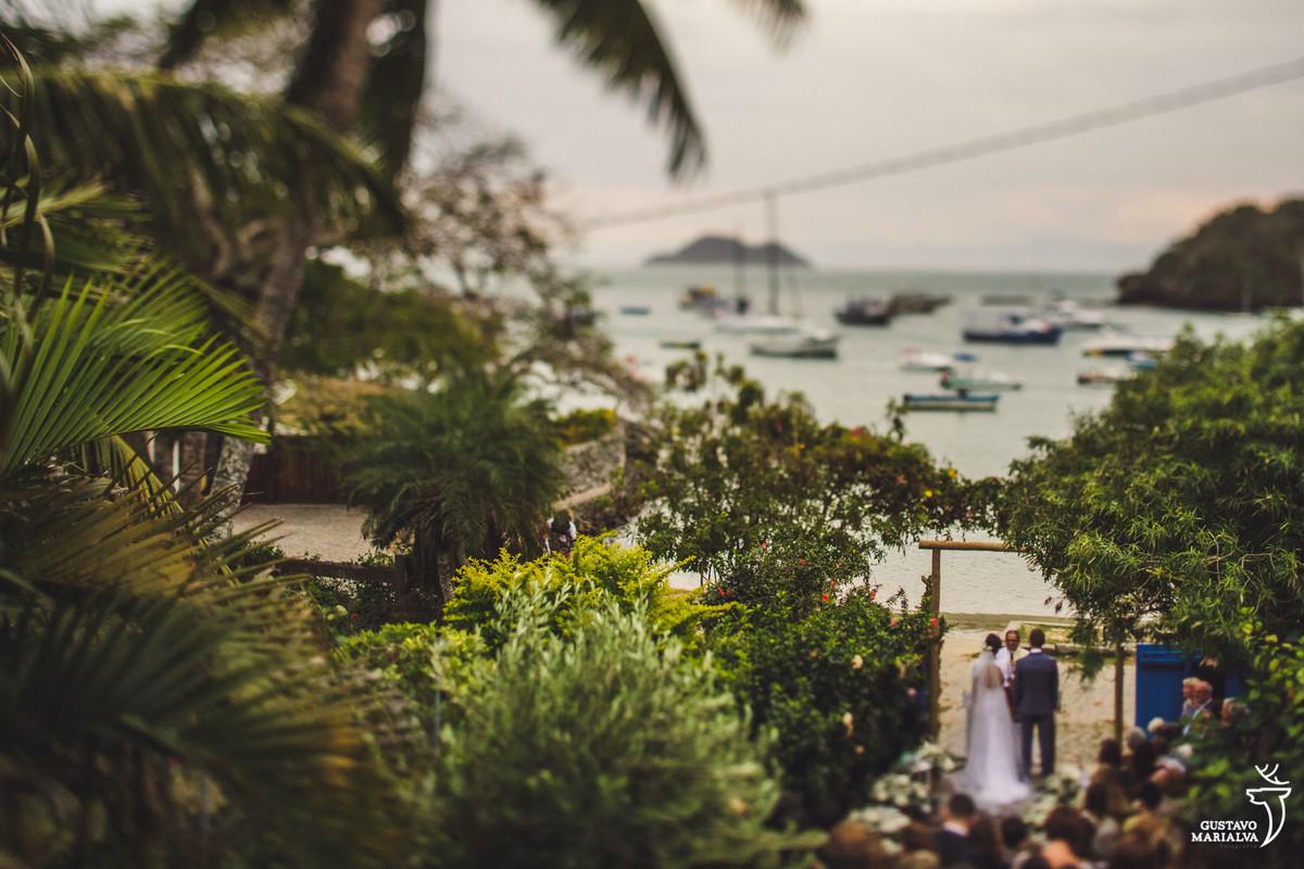 vista aérea do hotel vila da santa durante a cerimônia de casamento com a praia ao fundo