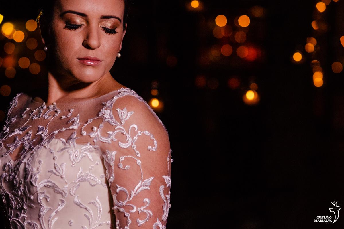 noiva posando para retrato usando vestido carol hungria e maquiagem gabi back