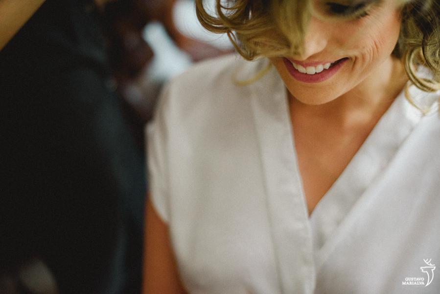 noiva sorrindo durante o making of